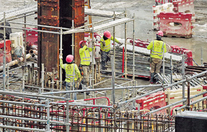 基建撥款被拉布拖延,建築業面臨困境,而各項基建造價亦勢將更貴。(資料圖片)