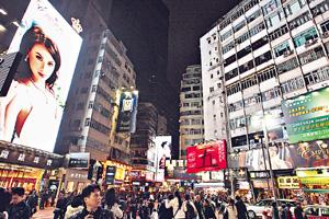 商戶巨型廣告牌的燈光,是光污染的主要來源之一。(資料圖片)