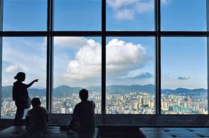 國際評級機構穆迪早前指,基於香港與內地的政治聯繫增加,以及近期本港政治緊張的情緒加大等,把評級展望由穩定轉為負面。(法新社資料圖片)