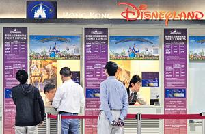 香港迪士尼日前證實裁員,有評論指出本港因「趕客」而導致的裁員結業潮及多季衰退,正高調地拉開序幕。(資料圖片)