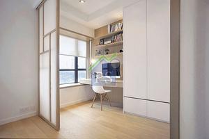 日式趟門主要由橡木框、橡木直條裝飾及纖薄的奶白色膠片拼成,膠片的好處既可透光,提升採光度,還發揮防潮隔音的作用。