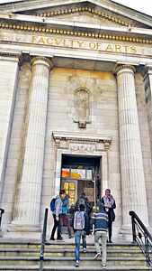 全港有7.5萬名學生到海外升學,留學熱門地首選為英國。(謝楚宜攝)