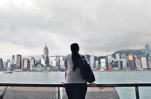 香港應該開通全天候為青少年傾聽即時通訊服務,擴闊他們的心靈空間,作出有效干預。(資料圖片)