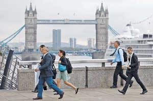 英國脫歐令英國、歐盟雙方的經濟下行壓力大增,為解救經濟,英國和歐盟最有可能的是向東傾斜,尋求與中國合作。(法新社資料圖片)