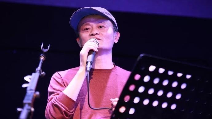馬雲分別以普通話及粵語演唱了陳奕迅原唱的《好久不見》、以及Beyond原唱的《海闊天空》。
