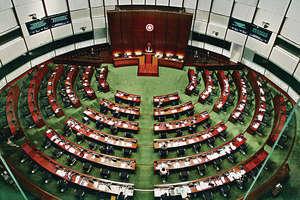 早前有立法會議員宣誓時出現不符規定及被指辱華的言論,引發中央針對宣誓等規定進行釋法。(資料圖片)
