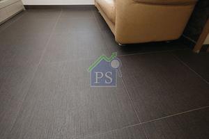黑色地磚使屋內感覺更為乾淨,適合工作繁忙,較少打掃的人。