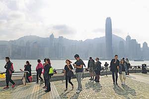 香港背靠全球第二大經濟體中國,近水樓台,但實際表現卻遠低於潛質,被同區對手拋離。(資料圖片)