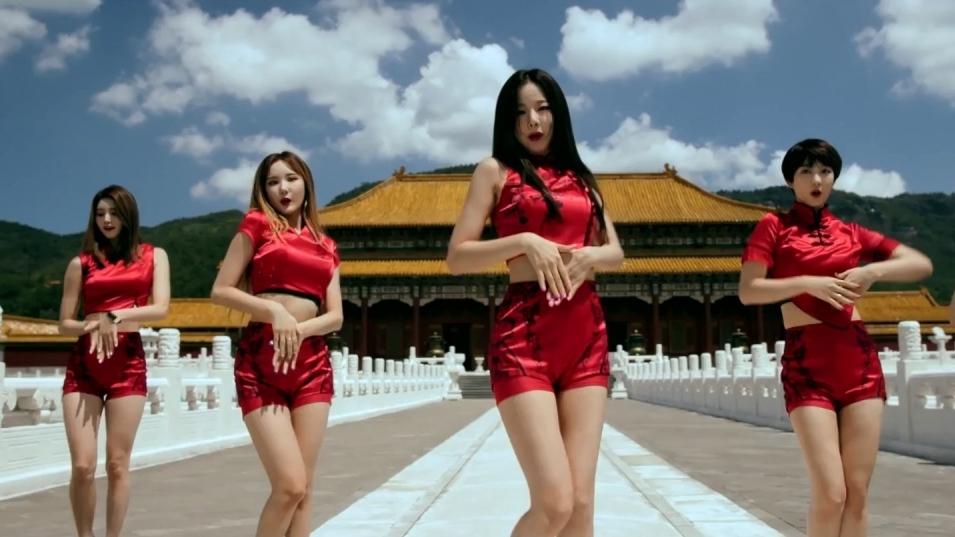 南韓女團EXID的這個MV特別到橫店,找了仿紫禁城的場景取景,營造古色古香的風情。