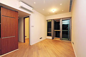 客飯廳及露台之間用玻璃趟門作為間隔,大大增加通風。(本刊攝影組)