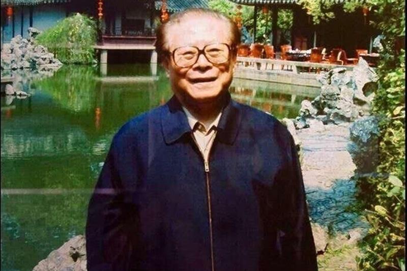 江澤民退休後一段日子,曾經仍不時現身。