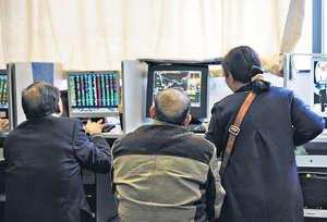中國股市經過一年多休養生息,逐漸走出2015年那種大起大落及2016年初股市異常波動的行情,為IPO註冊制改革創造良好環境及契機。(中新社資料圖片)