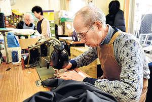日本長者的勞動人口參與率逾兩成,這與政府出招鼓勵僱主聘用有很大關係。(法新社資料圖片)