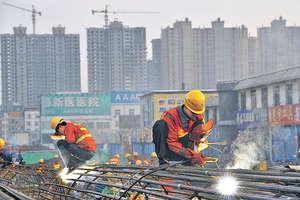 城市群的發展是一種城市化發展高級階段的空間組織形式,但目前中國的城市群概念仍處於初期階段,即着力通過建設高速鐵路、城際鐵路和高速公路將大城市和周圍城市的交通基礎設施連通。(中新社資料圖片)