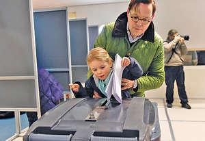 荷蘭本屆大選投票率達8成,是1970年代末以降、40年來高峰,但有評論認為荷蘭民意仍未有更好地凝聚。(法新社資料圖片)