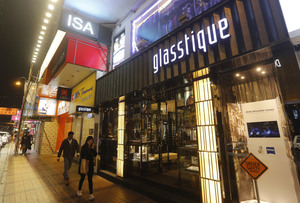尖沙咀廣東道地舖,溥儀眼鏡以每月135萬元續租,呎租約1125元。