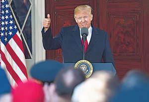 美國總統特朗普打出「美國第一」口號後,幾乎肯定將轉化為保護主義政策,這些政策將讓亞洲投資進一步陷入美元陷阱。(法新社資料圖片)
