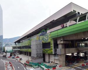自從南港島綫通車之後,黃竹坑擁港鐵之便,區內的工廈及商廈前景廣受投資者注視。