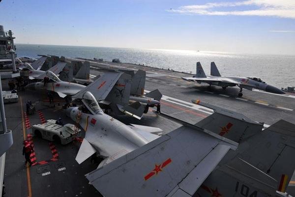 遼寧艦甲板。