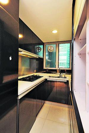 廚房靠近入口,設備已更新。(曾有為攝)