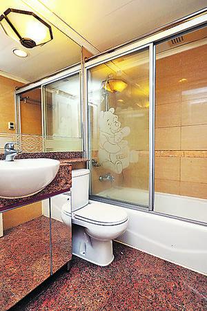 浴室加裝浴屏(曾有為攝)