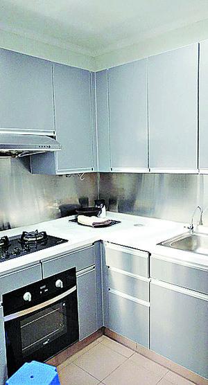 廚房有煮食爐外,尚有焗爐。(代理提供)