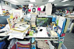 愈來愈多企業推行清枱政策,要求員工在下班前整理桌面,確保機密文件不會曝光於人前,連隨手寫的便條貼及USB都要收好。(資料圖片)