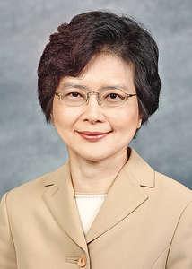 香港郵政署長丁葉燕薇昨起出任候任特首辦公室秘書長;而候任特首辦會在新一任特首當選後正式運作,至6月30日結束。(政府新聞處圖片)
