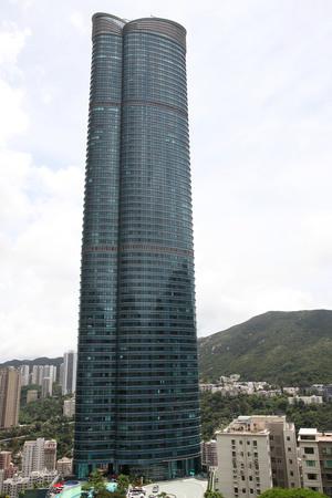 東半山曉廬逾2700呎高層以1.38億元易手,呎售50383元。