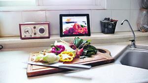 廚餘再生有效減廢,妥善處理丟棄的瓜菜甚至骨頭,便可「Dump Less Save More(揼少啲慳多啲)」。