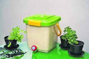 最高負重可達15公斤的家用廚餘桶,可將日常丟棄的菜葉瓜皮甚至食物殘渣,分解發酵成液態及固體肥料。