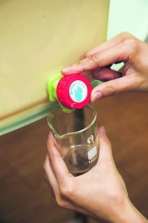 液態肥含有多種酵素及抑菌素,用來噴灑於植物表面,還有驅蟲功效,可取代化學農藥。