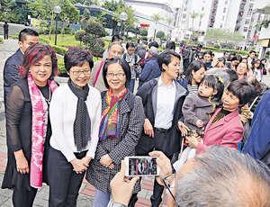 候任特首林鄭月娥當選後,表示首要工作是團結香港社會,聚焦解決一些不論政治立場都較易取得共識的民生政策問題,這種「政策先於政治」方向,有望未來做出實際利民的成績。(資料圖片)