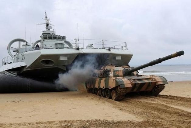 解放軍最新的登陸搶灘裝備--野牛級氣墊船,被指可應用於對台行動。