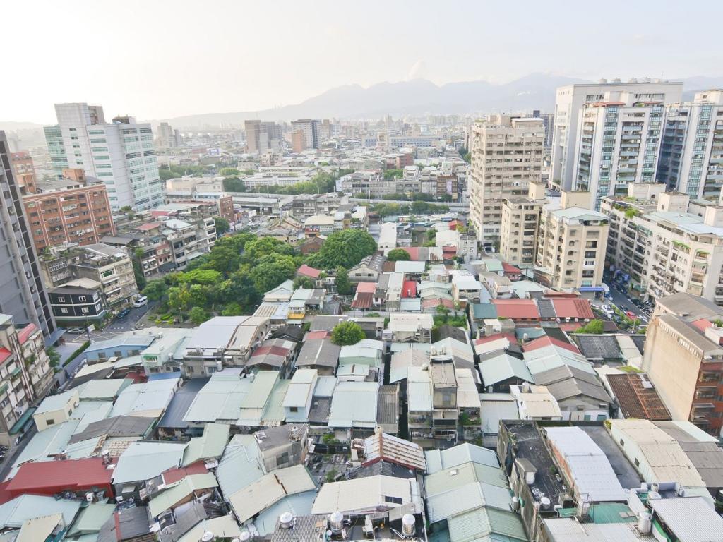 台灣民眾紛抱怨買房子太困難。