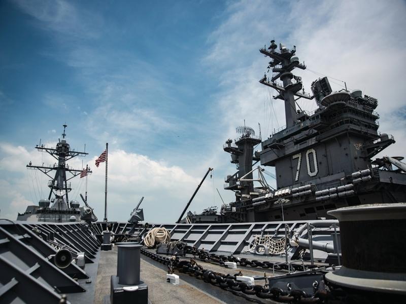 《環球時報》社評指,美國航母爭議,有損美國總統特朗普的威嚴。