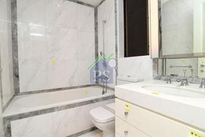 詹濟南讚浴室內的雲石及磁磚鋪砌手工做得好。
