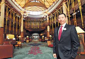 迪士尼樂園度假區銷售及酒店營運副總裁王萬民熱愛旅遊,畢業後第一份工作選擇加入航空公司,又曾於旅發局工作,至今加入迪士尼近7年,笑言自己與樂園一同成長。(曾耀輝攝)
