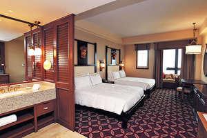新酒店所有房間設兩張加大雙人床,可供4名成年人入住,洗手盆為開放式設計,與浴室隔開,方便多人同時使用。(曾耀輝攝)