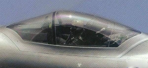 中國殲-20隱形戰機的駕駛艙。