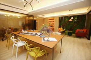 創匯國際中心昨日開放示範單位予傳媒參觀,打造清新綠化的辦公室設計。