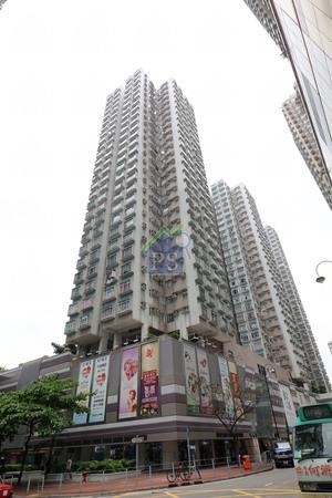 屯門時代廣場中層272呎戶,月租9500元,呎租35元。