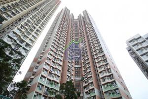 何文田冠熹苑中層連補地價以672萬元沽出,呎價高見15887元。