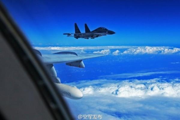 美軍稱,中國兩架蘇-30戰機在東海上空攔截美軍偵察機。圖為中國軍機。(資料圖片)