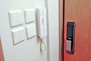 當單位處於密封的狀態下,再開啟抽氣扇,大門就會因為風阻的關係,未能關上。(相片由代理提供)