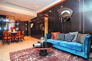 1座28樓B室以「簡約豪華」為設計主題,盡量選用木製物料,棄用舊式金碧輝煌設計,打造破格的新派華麗大宅。(本刊攝影組)