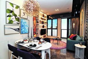 客飯廳以長形開則,布局分明,並以白色作基調,令室內更添明亮感覺。(本刊攝影組)