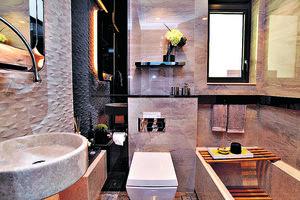浴室設計具酒店風格,並設浴缸,方便戶主隨時浸浴。(本刊攝影組)