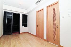 客飯廳面積約逾110平方呎,外連22平方呎露台。(本刊攝影組)
