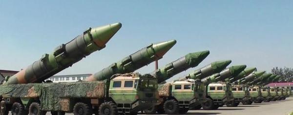 央視展示10枚東風-21C導彈並列。